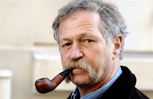 """French anti-globalisation activist Jose Bove smokes the pipe as he arrives to attend on October 20, 2008 in Paris a presentation of the alliance """"Europe-Ecology rally"""". The rally gathers trends of the ecology politics to run for the EU elections on June 7, 2009. AFP PHOTO / FRANCK FIFE"""